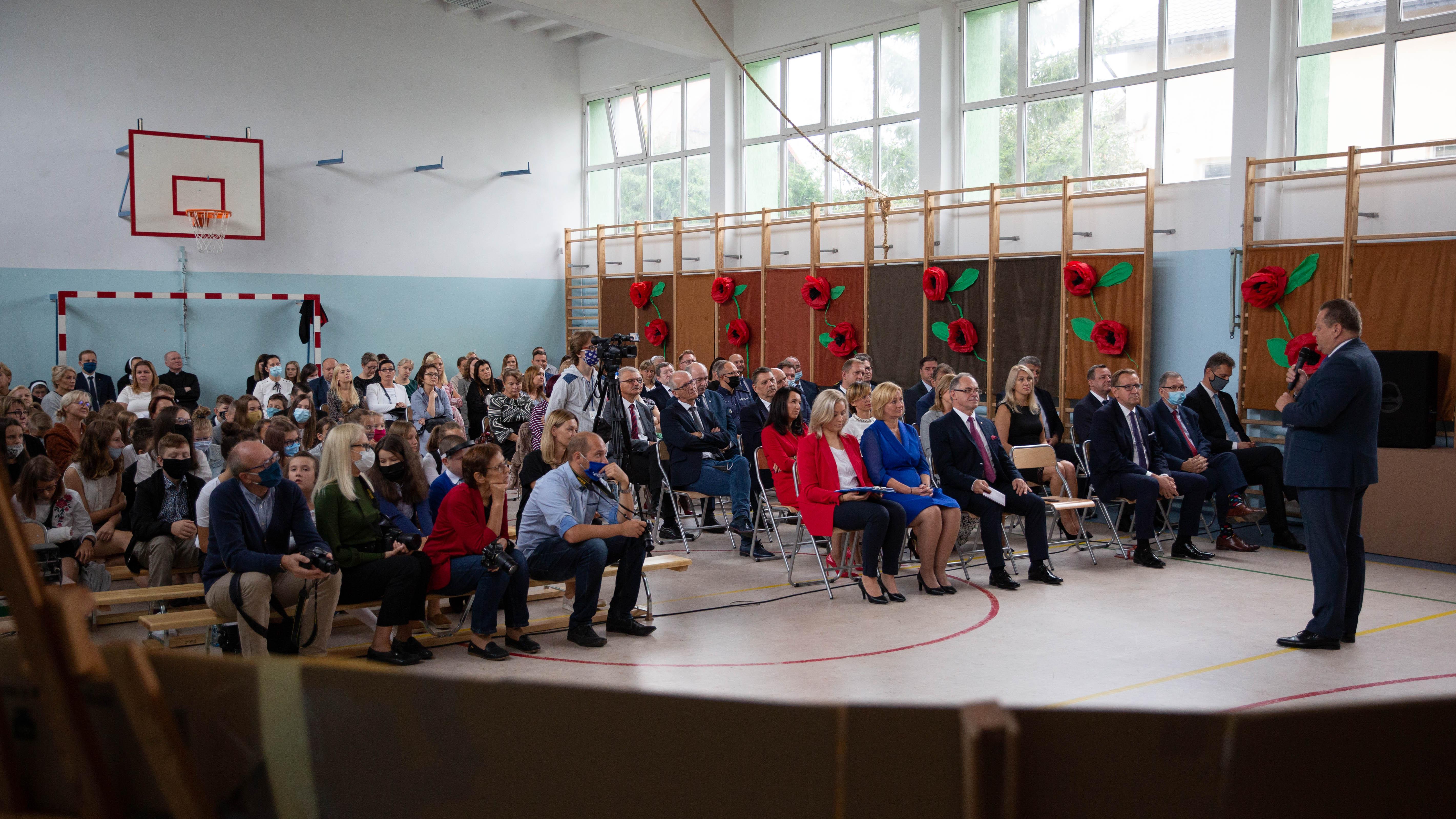 Inauguracja roku szkolnego w rozbudowanej SP4 Suwałki